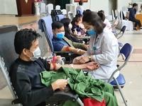 Đông đảo người dân hiến máu tình nguyện trước thực trạng khan hiếm máu đầu năm 2020