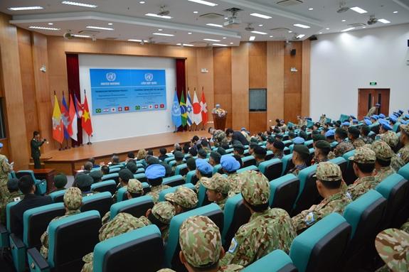 Khai mạc Khóa huấn luyện giảng viên vận hành trang bị Công binh hạng nặng