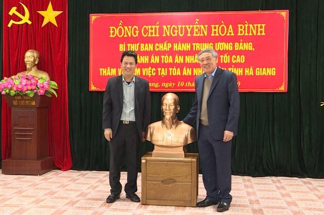 Chánh án Tòa án nhân dân Tối cao Nguyễn Hòa Bình làm việc tại tỉnh Hà Giang