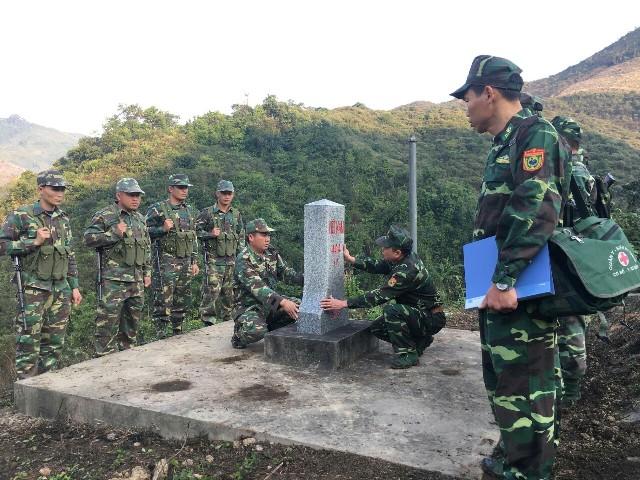 Việt Nam – Lào phối hợp tuần tra bảo vệ đường biên cột mốc