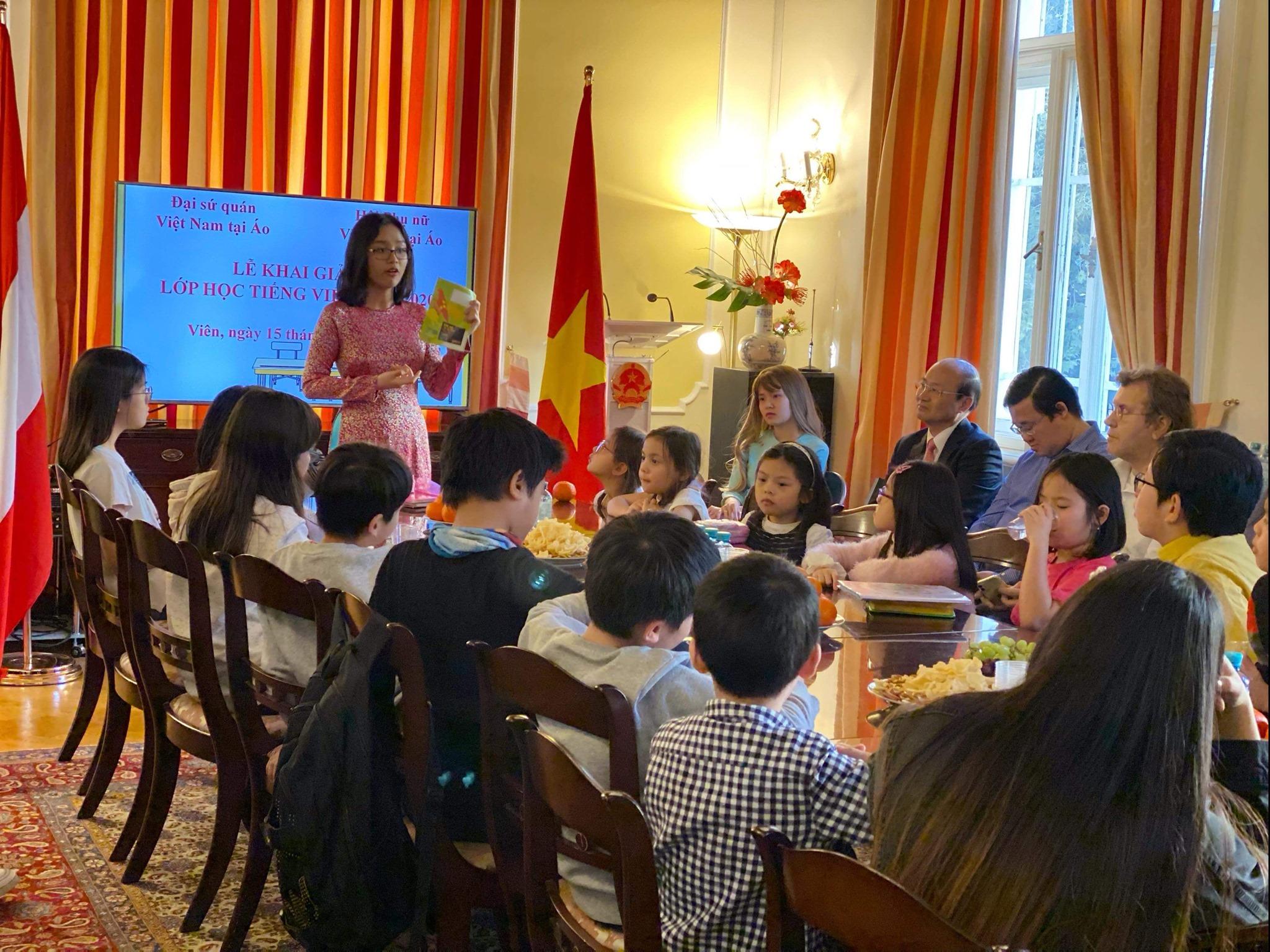 Khai giảng lớp học tiếng Việt dành cho người Việt Nam tại Áo