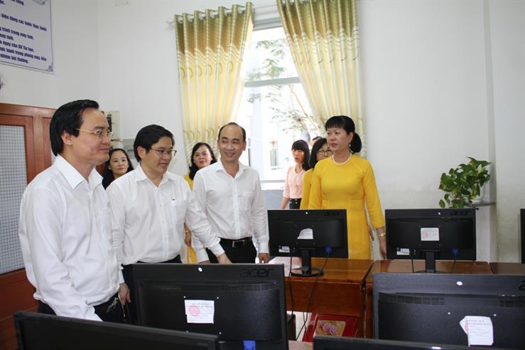 Bộ trưởng Phùng Xuân Nhạ làm việc với ngành Giáo dục tỉnh Tiền Giang