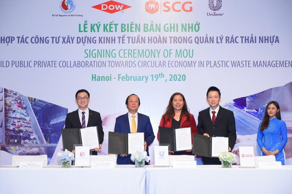 Bộ TN MT thể hiện sự cam kết mạnh mẽ việc giải quyết vấn đề rác thải nhựa
