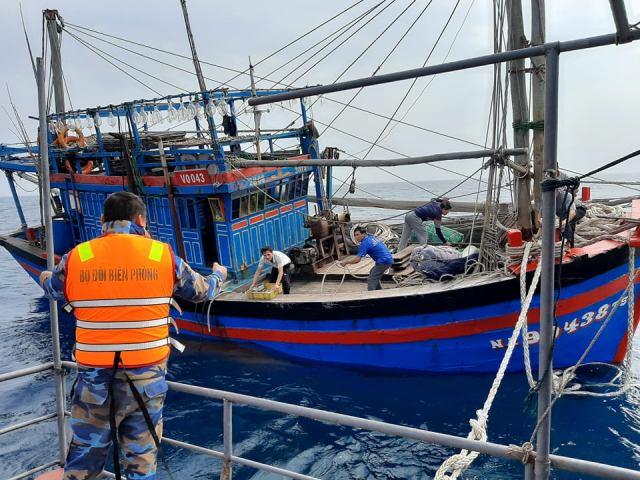 Kịp thời cứu nạn tàu cá và 6 ngư dân