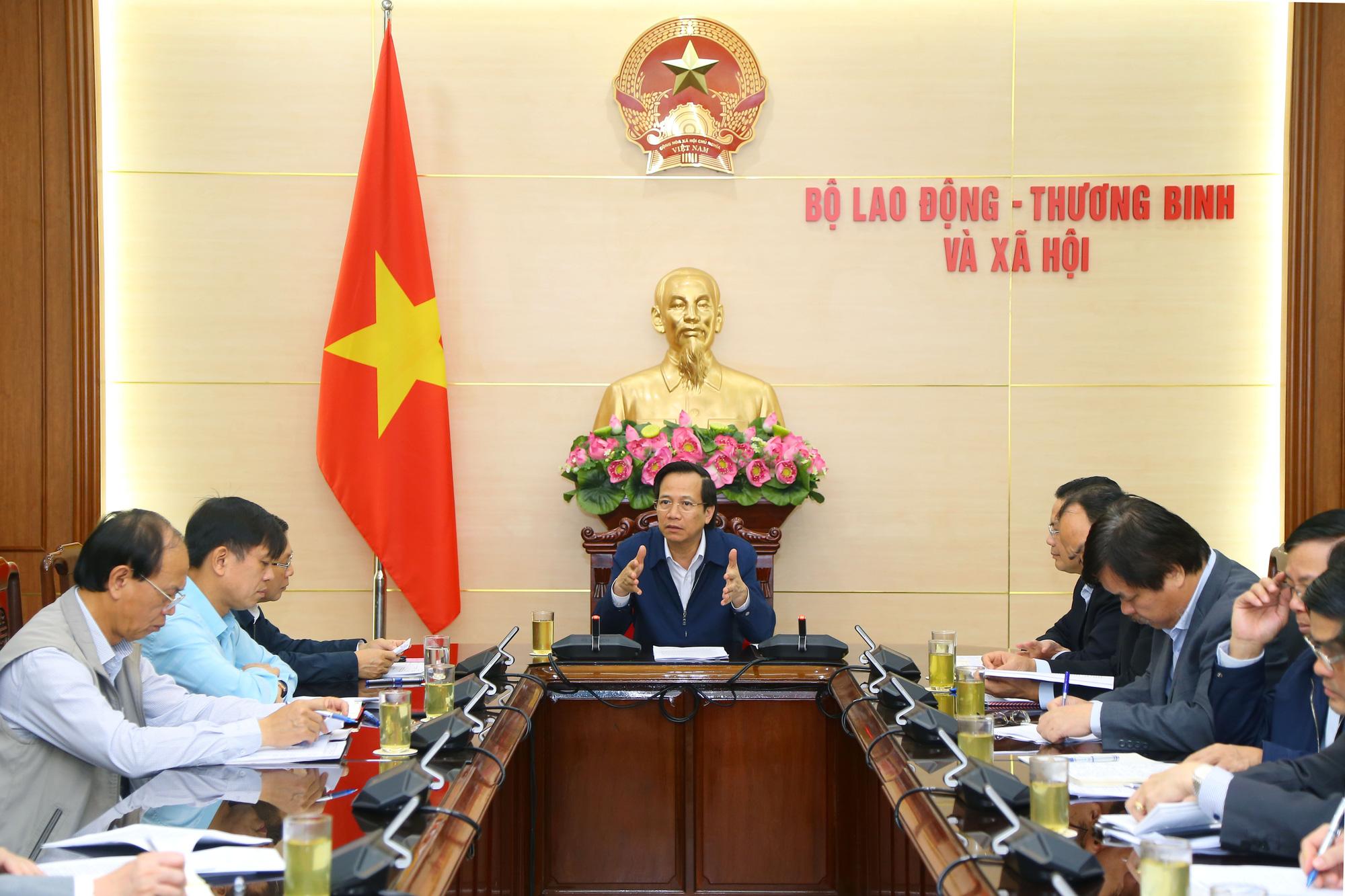 Động viên người lao động Việt Nam ở nước ngoài yên tâm làm việc