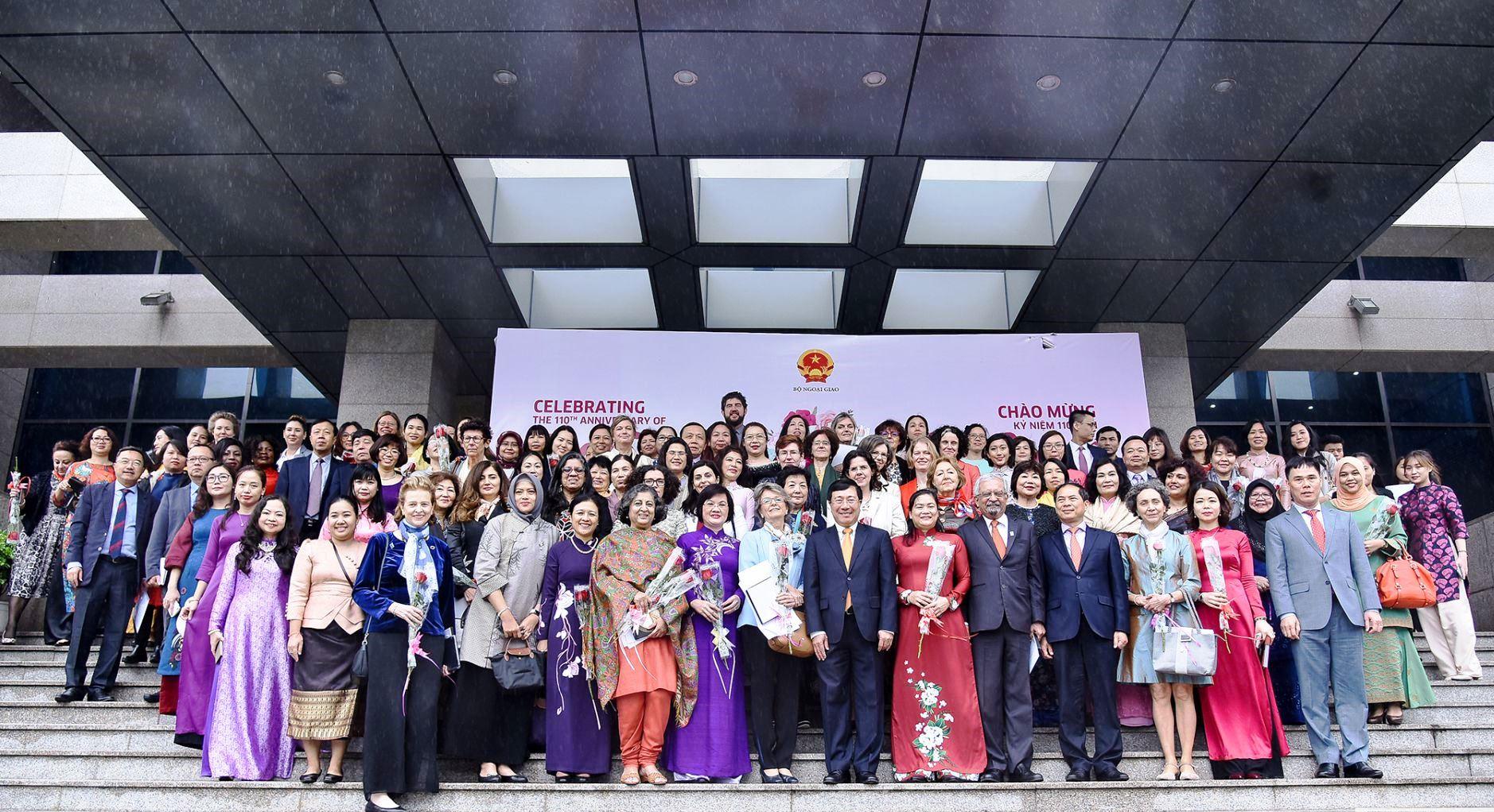 Gặp mặt Ngoại giao Đoàn kỷ niệm Ngày quốc tế phụ nữ 8 3
