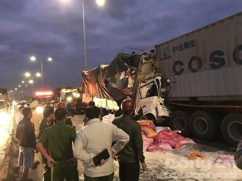 Khẩn trương khắc phục hậu quả vụ TNGT làm 3 người tử vong tại TP Hồ Chí Minh