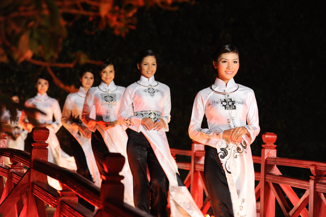 Áo dài Việt Nam - giá trị và bản sắc