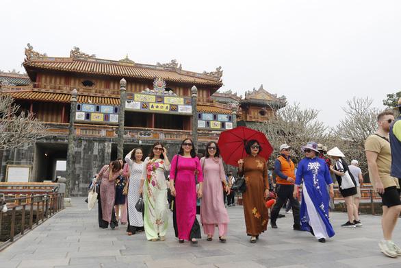 Miễn vé cho phụ nữ mặc áo dài tham quan các di tích tại Huế
