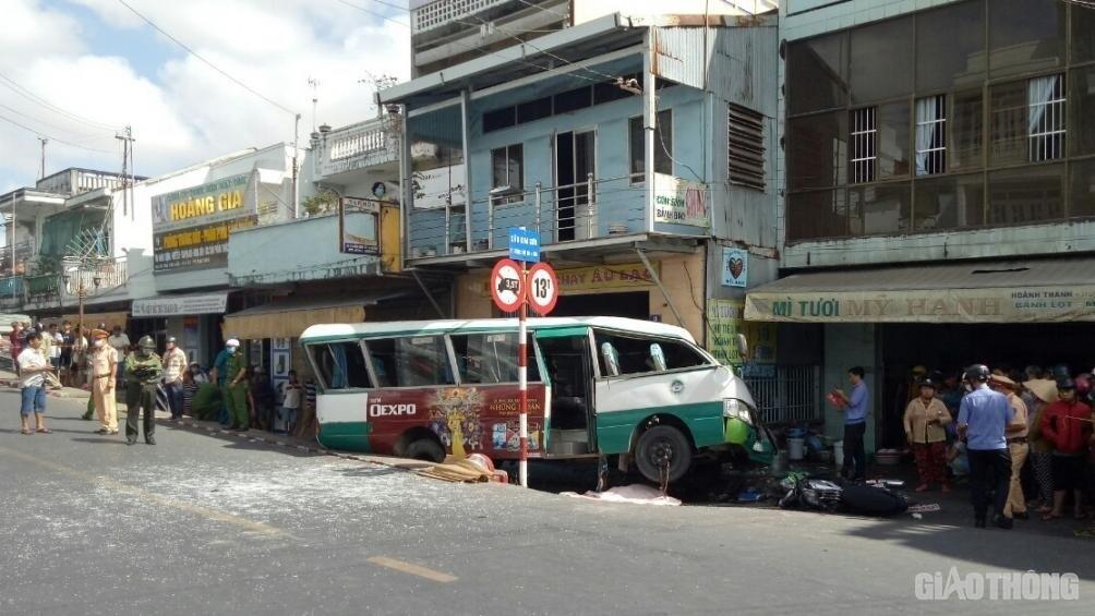 Khắc phục hậu quả vụ tai nạn giao thông rất nghiêm trọng tại Bạc Liêu