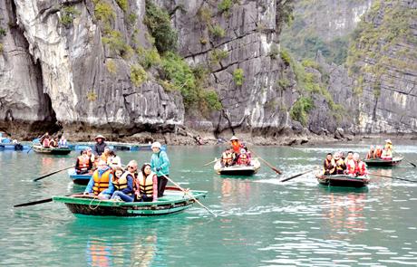 Quảng Ninh Tạm dừng hoạt động tham quan vịnh Hạ Long và các điểm du lịch