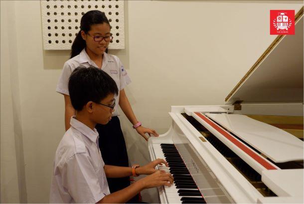 Những lợi ích tuyệt vời khi trẻ chơi nhạc cụ