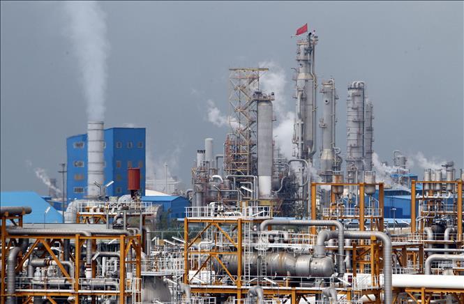 Giá dầu mỏ thế giới bất ngờ tăng sau nhiều ngày giảm mạnh