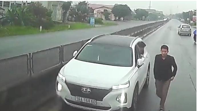 Tước giấy phép lái xe 03 tháng với tài xế lái ô tô chạy ngược chiều