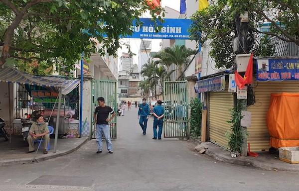 TP Hồ Chí Minh Cách ly hơn 1 000 dân sống tại Chung cư Hòa Bình