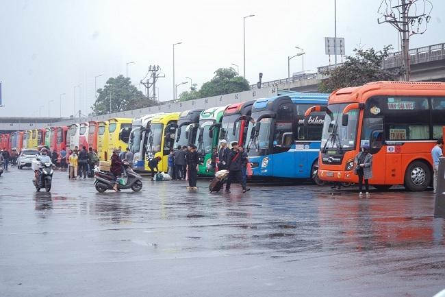 Tạm dừng toàn bộ xe trên 9 chỗ có điểm đi và đến Hà Nội và TP Hồ Chí Minh