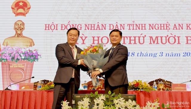 Đồng chí Nguyễn Đức Trung giữ chức Chủ tịch UBND tỉnh Nghệ An