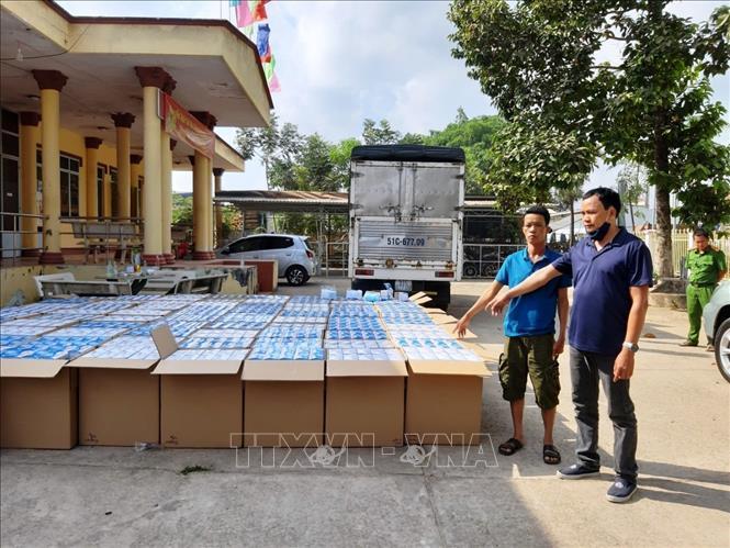 Bắt giữ gần 300 000 chiếc khẩu trang y tế vận chuyển qua Campuchia