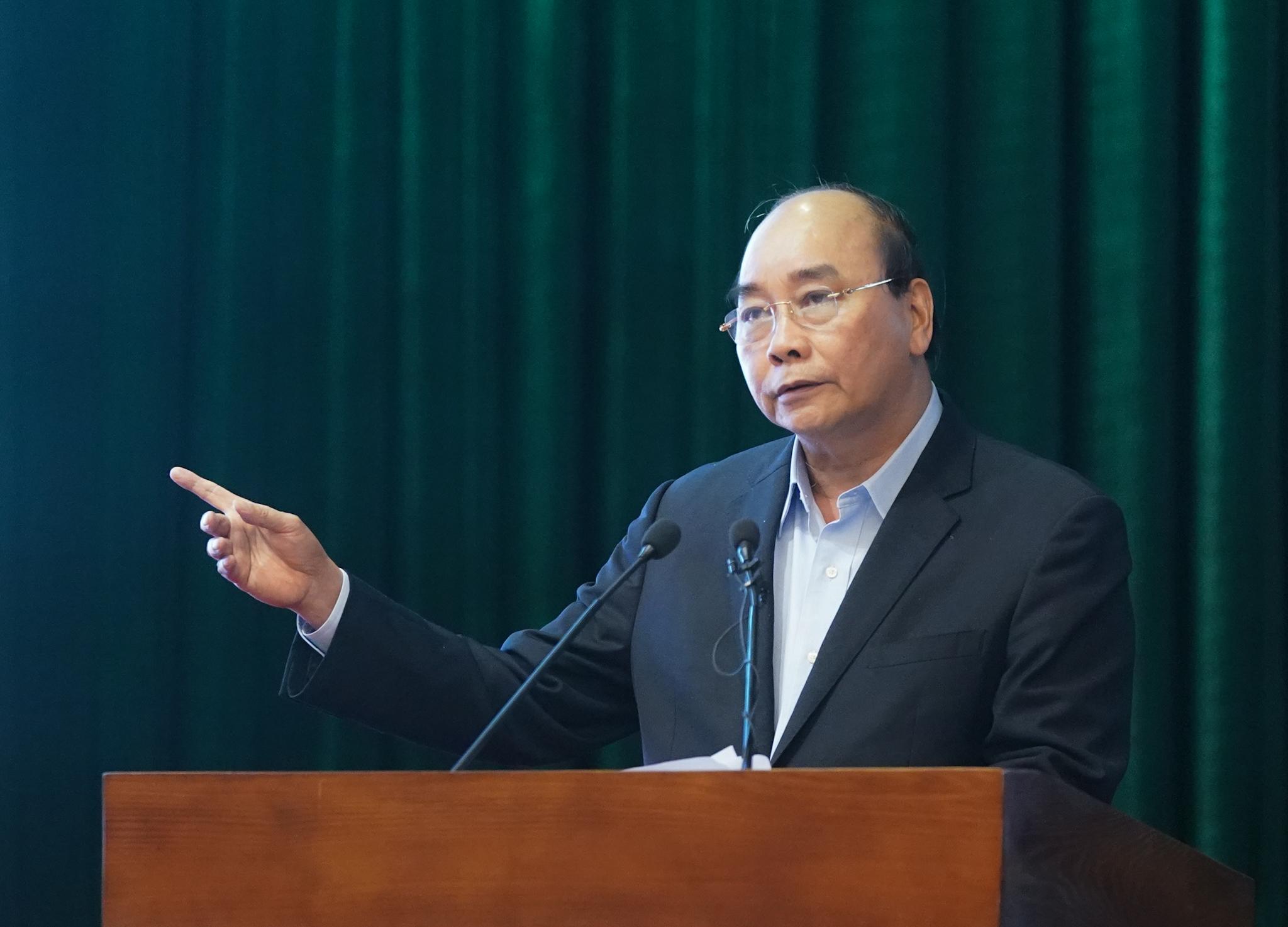 Thủ tướng Nguyễn Xuân Phúc làm việc trực tuyến với 50 điểm cầu trong toàn quân để kiểm tra công tác phòng chống dịch COVID-19