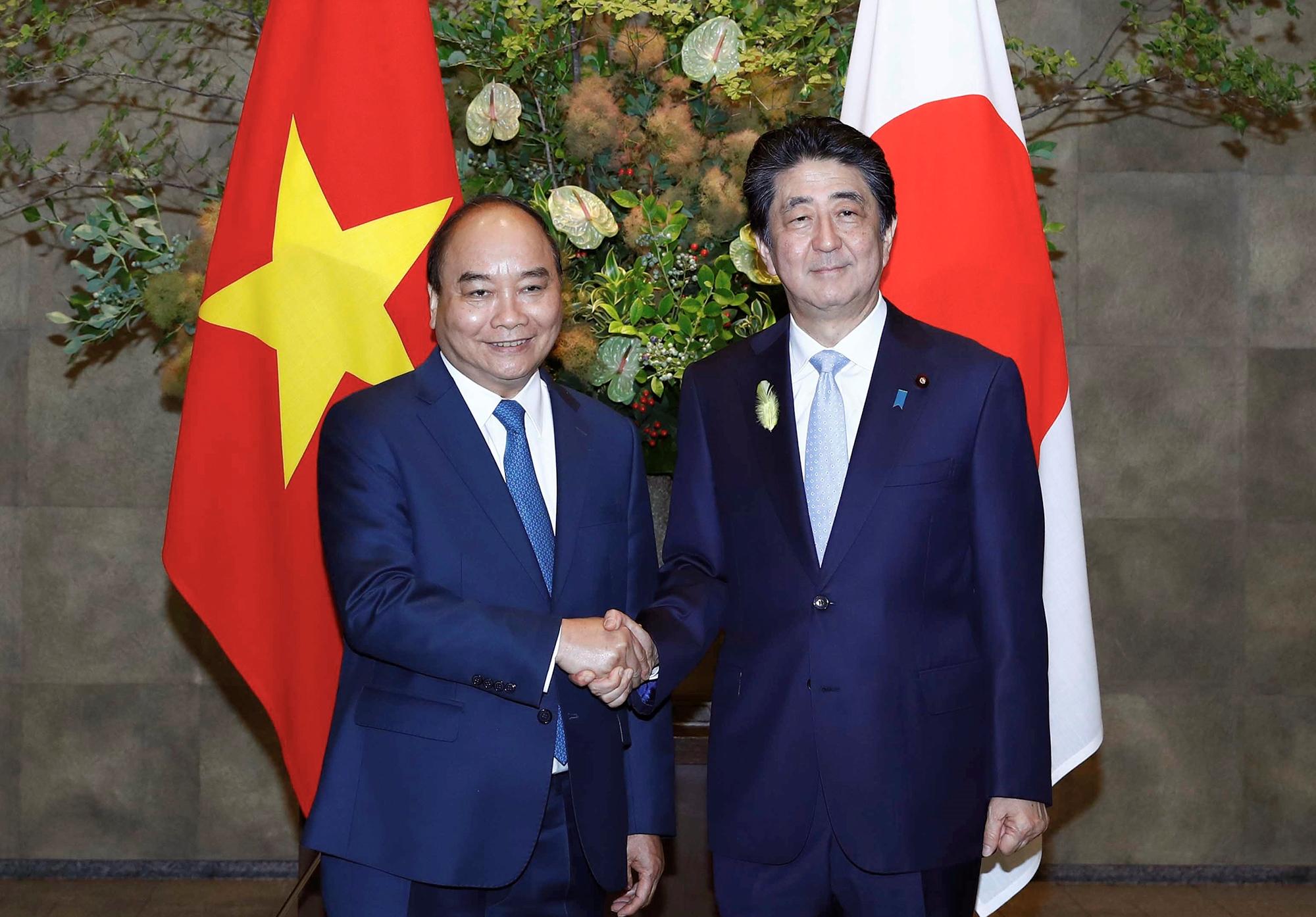 Thủ tướng đề nghị Nhật Bản tăng cường hợp tác phòng, chống dịch COVID-19