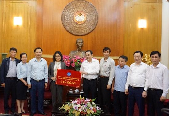 """BHXH Việt Nam ủng hộ 2 tỷ đồng""""Quỹ phòng chống dịch Covid-19"""""""