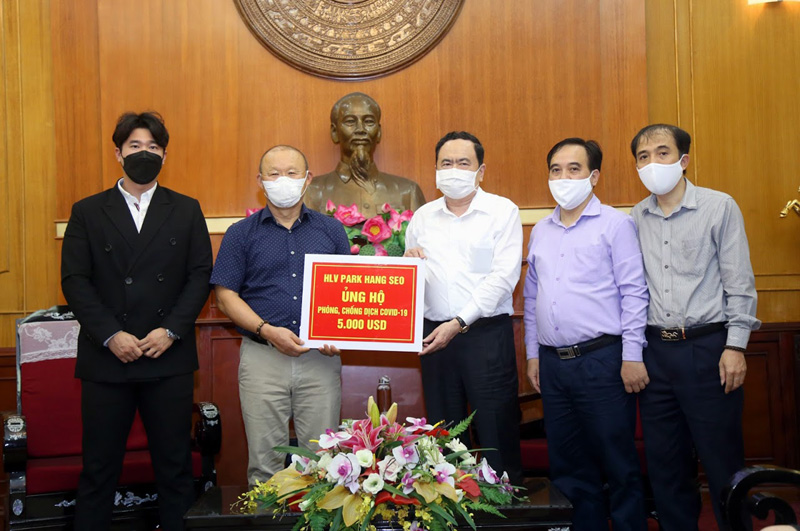 HLV Park Hang-seo ủng hộ 5 000 USD phòng, chống dịch COVID-19