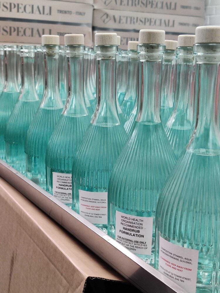 Dừng sản xuất rượu để chế nước rửa tay khô