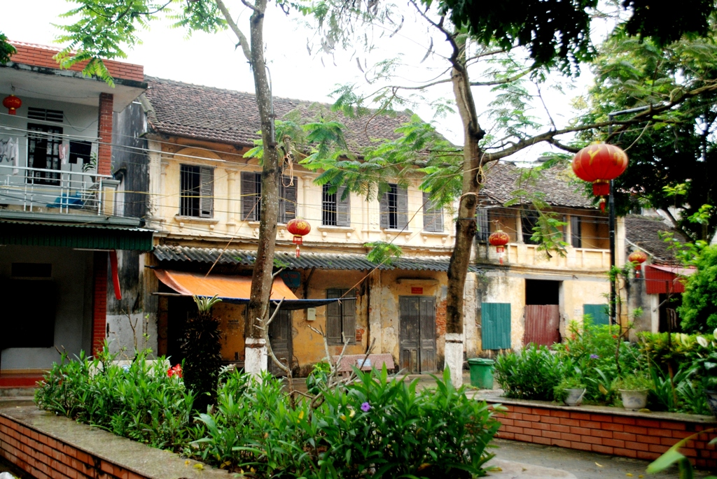 Thăm những ngôi nhà cổ trầm mặc ở phố Đầm
