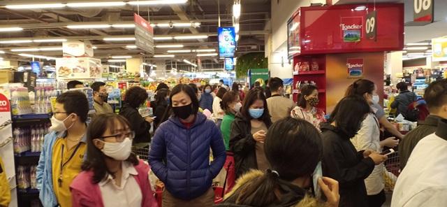 Siêu thị tại Hà Nội lại quá tải