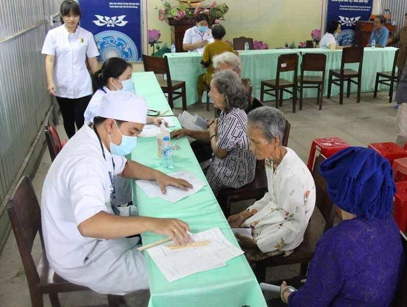 Hỗ trợ người cao tuổi, người có hoàn cảnh khó khăn do ảnh hưởng dịch COVID-19