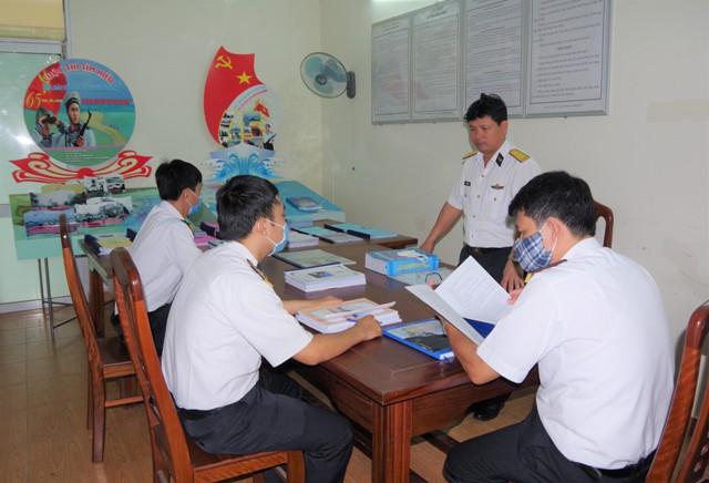 """""""Biển, đảo Tổ quốc và truyền thống 65 năm Hải quân nhân dân Việt Nam anh hùng"""""""