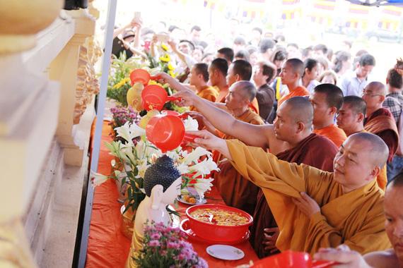 Chủ tịch Ủy ban Trung ương MTTQ Việt Nam chúc mừng Tết cổ truyền Chôl Chnăm Thmây