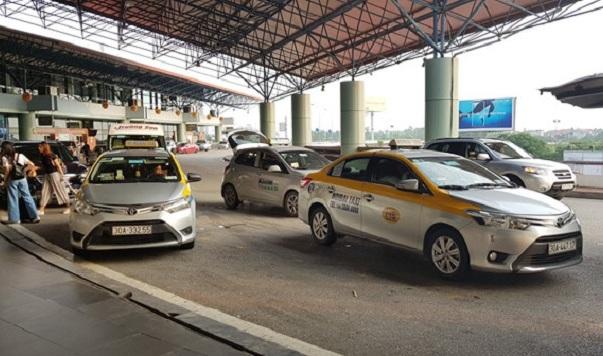 Tạm dừng toàn bộ hoạt động taxi tại sân bay Nội Bài, ga Hà Nội