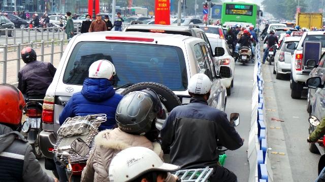 Bus BRT tạm dừng, lưu thông vào làn đường vẫn sẽ bị xử phạt