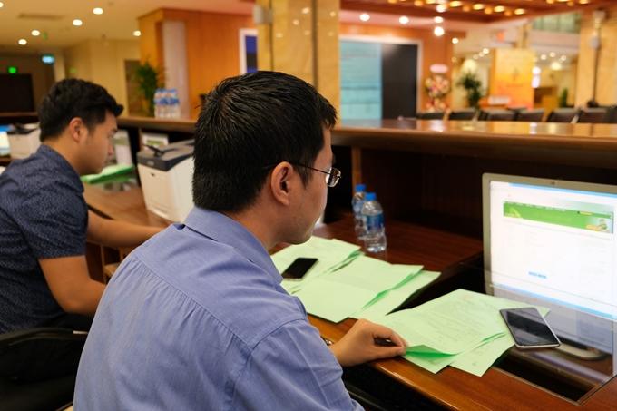 Lượng giao dịch cổ phiếu niêm yết trên HNX tăng 43,8