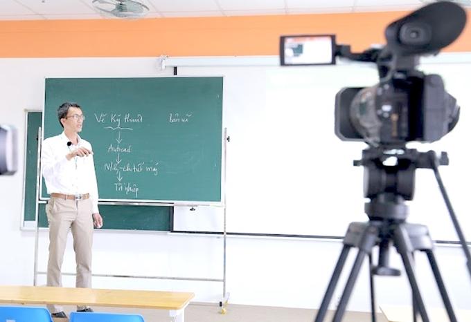 Khắc phục những khó khăn khi dạy học trực tuyến