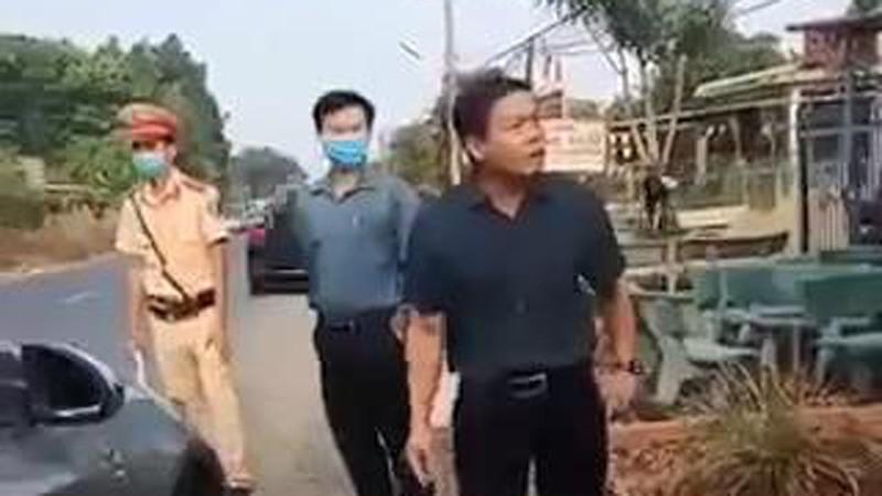 Bình Phước kiểm điểm Phó Chủ tịch HĐND huyện chống đối tại chốt kiểm dịch