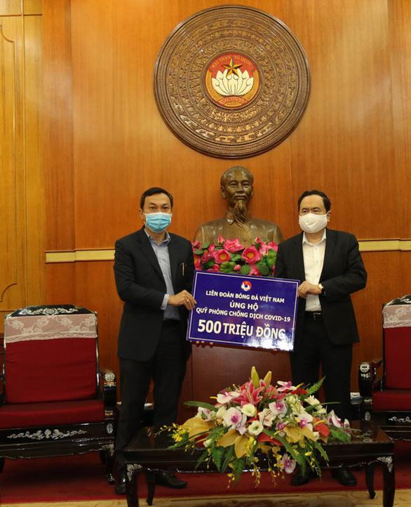 Liên đoàn bóng đá Việt Nam ủng hộ 500 triệu đồng phòng, chống dịch