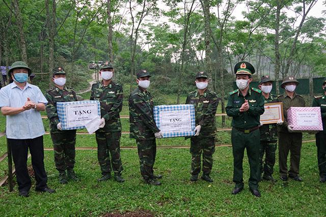 Kiểm tra công tác phòng, chống dịch COVID-19 tại địa bàn biên giới