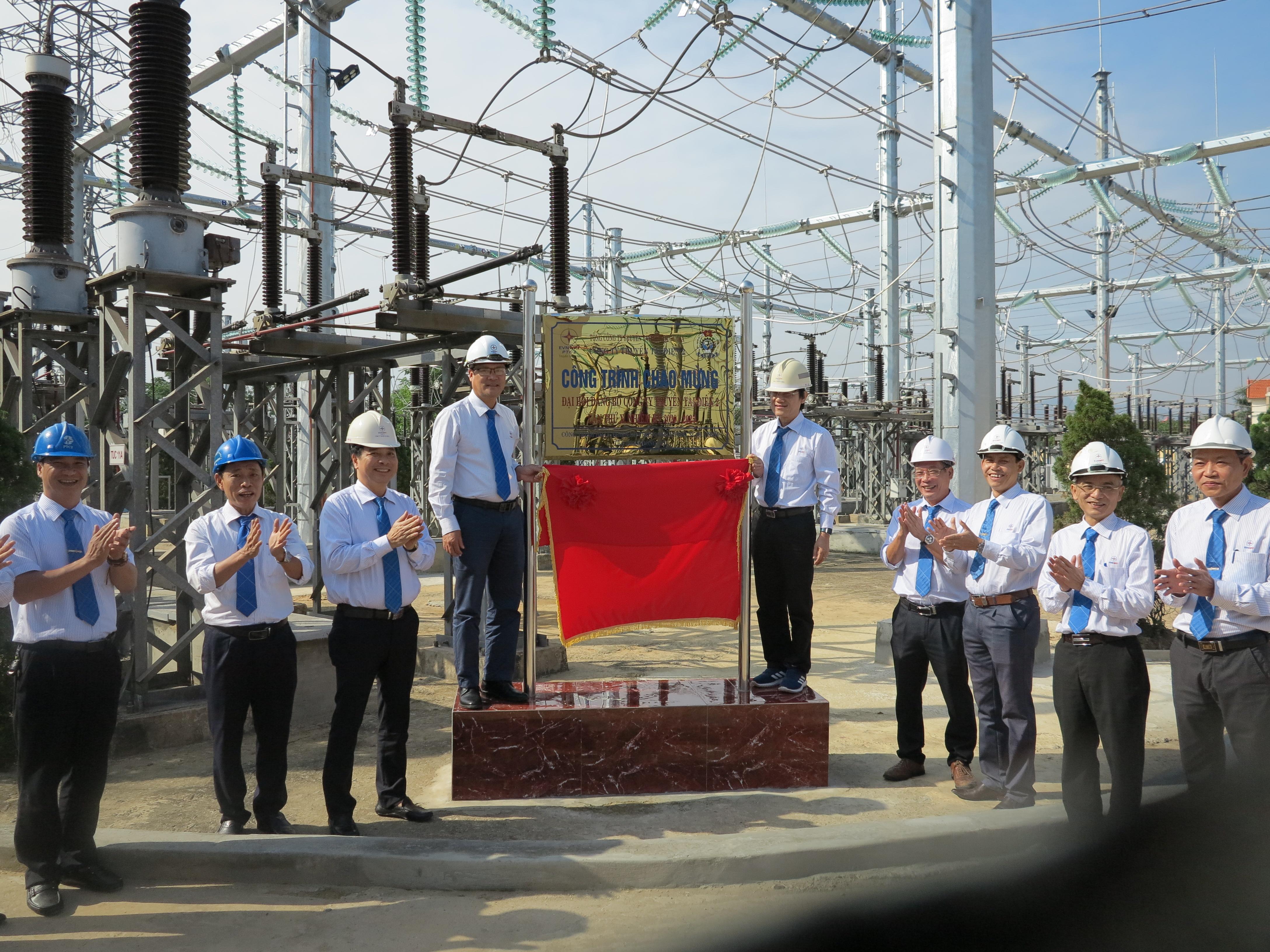 Gắn biển công trình Dự án Hoàn thiện hệ thống phân phối ngoài trời tại TBA 220kV Đồng Hới