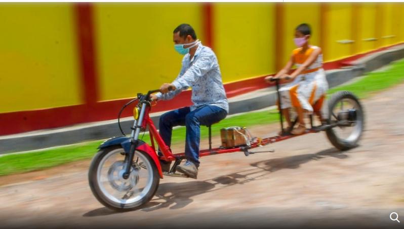 """Ấn Độ Chiếc xe máy """"giãn cách xã hội"""" mùa COVID-19"""