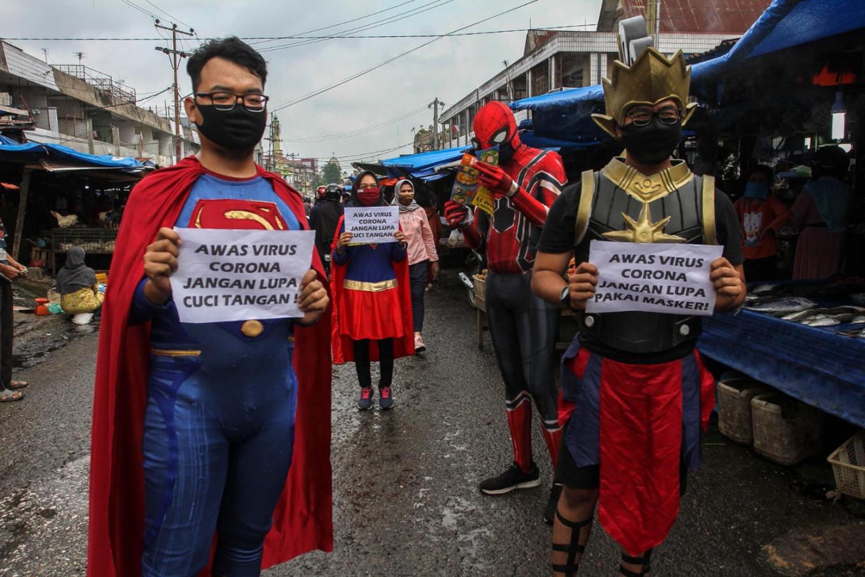 """""""Siêu anh hùng"""" Indonesia tham gia cuộc chiến đẩy lùi đại dịch"""