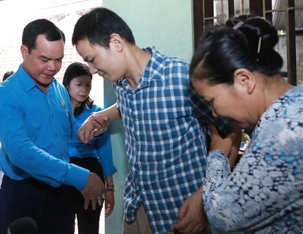 Chủ tịch Tổng Liên đoàn lao động Việt Nam thăm nạn nhân bị tai nạn lao động