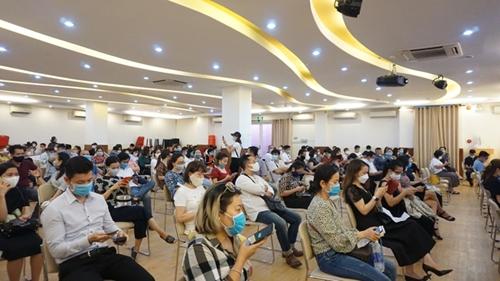 Trường Quốc tế Việt Úc tiếp tục bị phản đối về bảng kê học phí mới