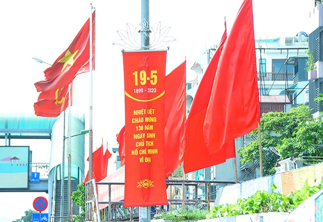 Hà Nội trang hoàng kỷ niệm 130 năm ngày sinh Chủ tịch Hồ Chí Minh