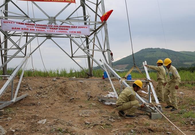 Tháo gỡ vướng mắc, đẩy nhanh tiến độ đường dây 220kV Nha Trang - Tháp Chàm