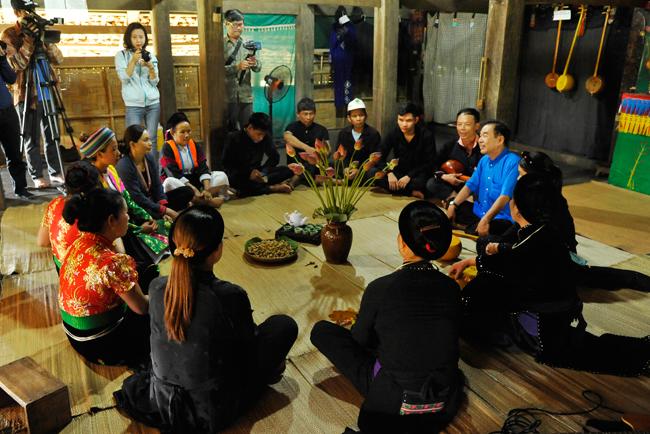 """Đồng bào các dân tộc anh em tại """"Ngôi nhà chung"""" kể chuyện về Bác"""