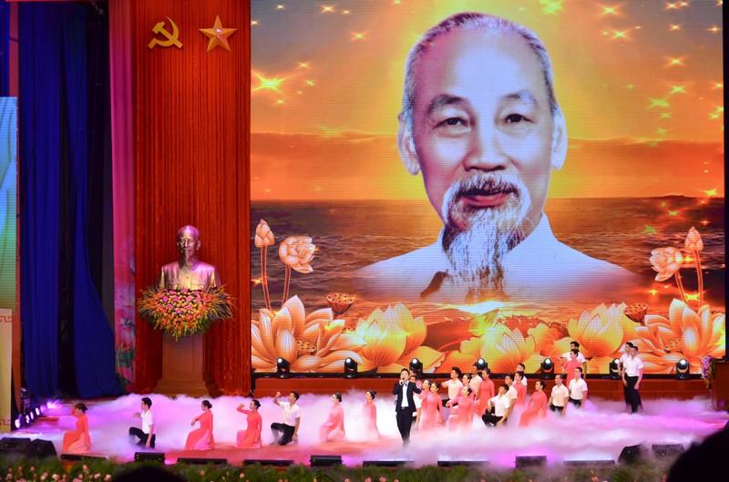 Tổ chức trọng thể Lễ kỷ niệm 130 năm Ngày sinh Chủ tịch Hồ Chí Minh (2)