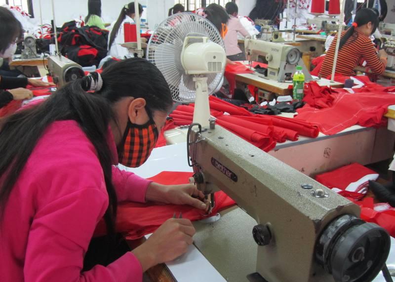 Cán bộ công đoàn làm theo phong cách Hồ Chí Minh