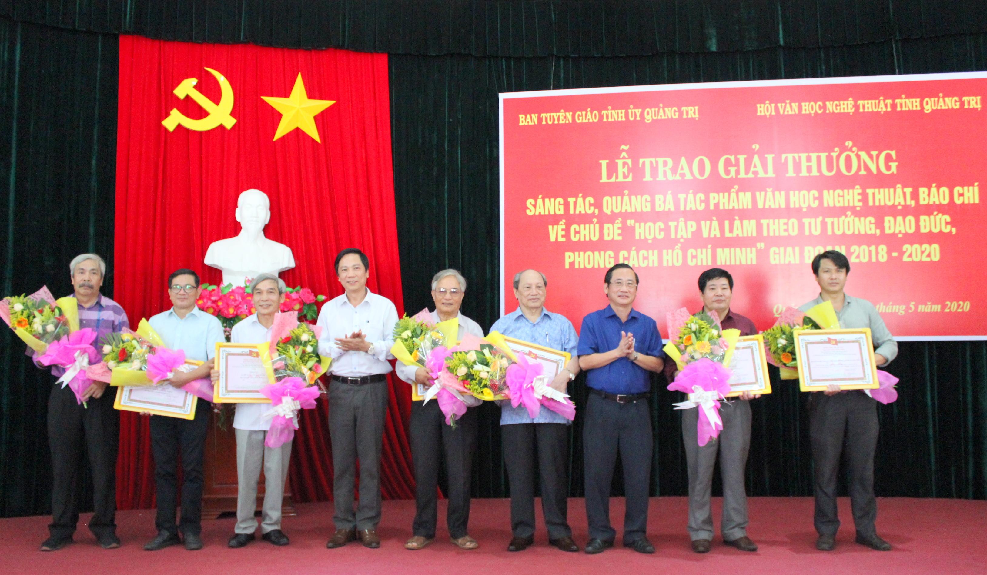 Quảng Trị Trao thưởng cuộc thi sáng tác, quảng bá VHNT, báo chí về Bác